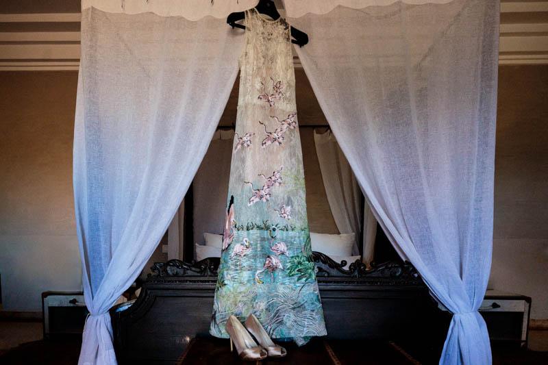 28 la robe de la mariée avec des fleurs et des oiseaux