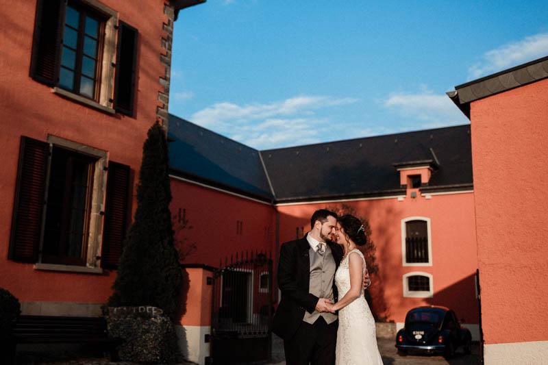 les mariés devant le Greiwels Haff de Bertrange