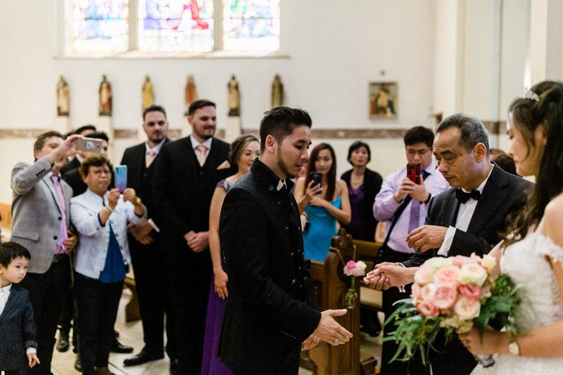 dad shaking groom's hand